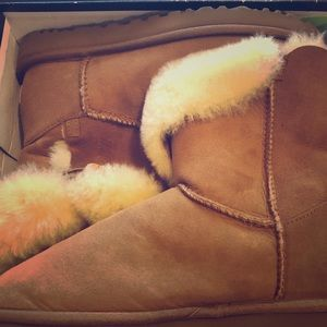 New UGG Chestnut Short Boots Size 8